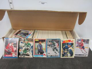 HOCKEY CARDS  ASSORTED W  DAlE   MARK HUNTER