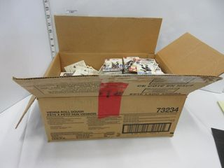 BOX OF HOCKEY CARDS  ASSORTED