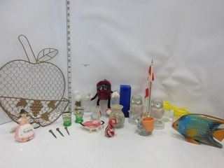 lOT  WAll APPlE BASKET  VASES  MISC