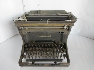 TYPEWRITER   UNDERWOOD