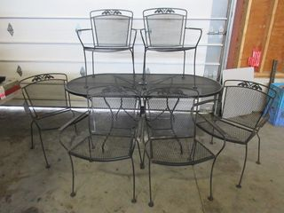 PATIO TABlE W  6 CHAIRS