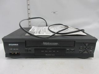 VIDEO CASSETTE RECORDER   SYlVANIA