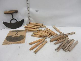 lOT  ClOTHES PINS  ROUNDED KNIFE
