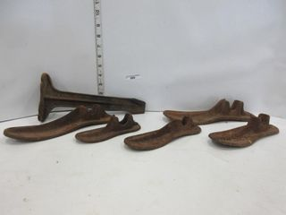 lOT  CAST SHOE MOlDS