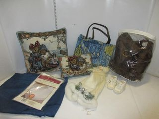 lOT  PIllOWS  BAG  MISC