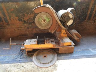 Chop Saw with Adjustable Vice