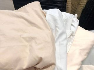 Queen fitted and flat sheet white and tan