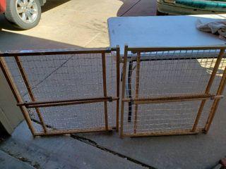 lot of 2 Wooden Gates for Indoor Pets   Adjustable   Minimum 28  Wide
