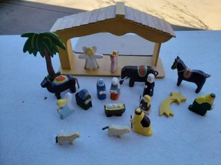 Wooden Nativity Set   20 Pieces Total