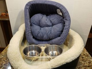 lot of 2 Pet Beds and a Water   Food Bowl