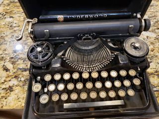 Vintage Underwood Typewriter In Black Carrying Case