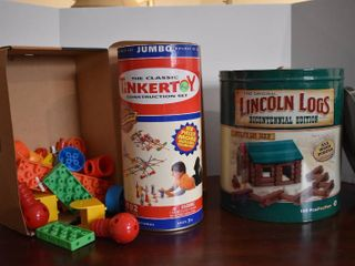 Vintage Tinkertoy Construction Set  lincoln logs    Generic legos