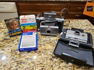 lot of Vintage Camera s   Camera Supplies   Polaroid 240 land Camera   Automatic 100 land Camera   Only 2 Flashcubes in Box