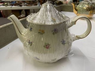 Sadler Teapot   Unknown Pattern   Small Multi colored Flowers