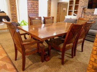 Trestle Table w 6 Chairs  2 leaves