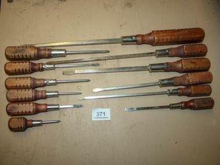 Wooden Handle Screwdrivers  12
