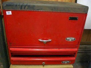 Red Metal toolbox  Williams Brand  has Keys