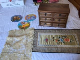 JEWElRY BOX  lACY DOIlIE AND ASIAN TABlE MAT AND