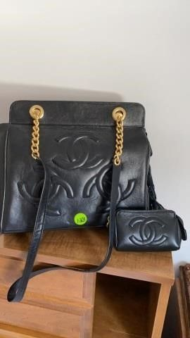 CHANEl lEATHER PURSE WITH COIN PURSE