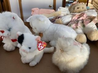 STUFFED TEDDY BEAR AND KITTIES