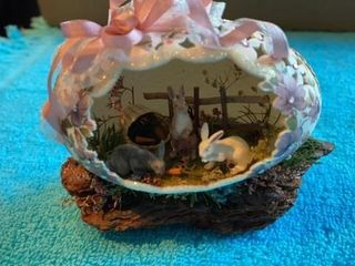 AUTHENTIC EGG SHEll DECORATION WITH BUNNIES