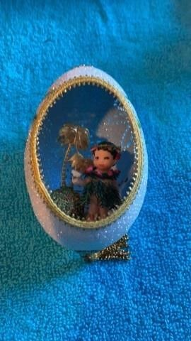 AUTHENTIC EGG SHEll DECORATION WITH HAWAIIAN