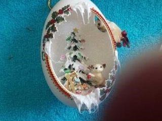 ElEGANT KITTIES BY THE CHRISTMAS TREE