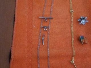 MISCEllANOUS PARTS AND PIECES TO NECKlACES