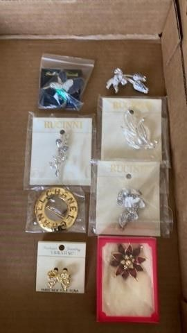 BROOCHES  8