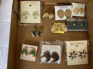 9 PAIRS OF PIERCED EARRINGS AND 1 ClIP ON