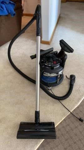 FIlTER QUEEN DElUXE VACUUM WITH All THE