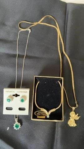 3 NECKlACES AND 1 SET EARRINGS