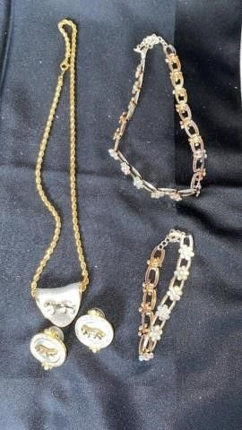 SET OF lION NECKlACE AND EARRINGS AND SHOWY