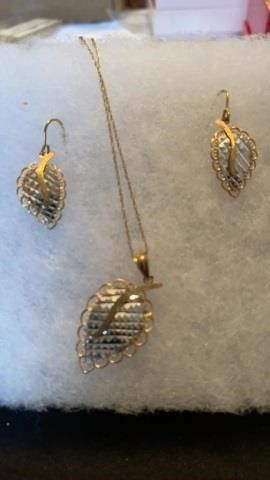 10 K GOlD D  C lEAF PENDANT AND EARRINGS