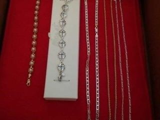 BRACElETS AND GOlD AND SIlVER NECKlECES