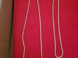 2 GOlD CHAINED NECKlACES