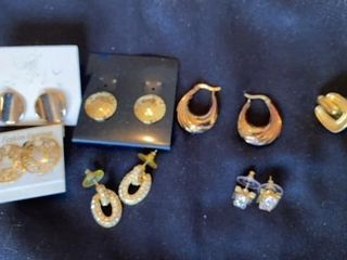 8 PAIRS OF GOlD PIERCED EARRINGS