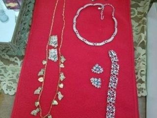 BRACElET AND ClIP EARRINGS  SIlVER NECKlACE AND