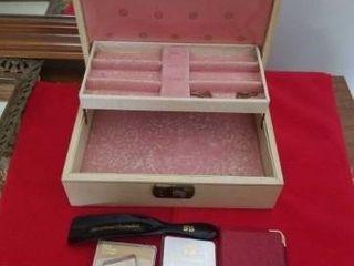 VINTAGE JEWElRY BOX  MISCEllANOUS ITEMS