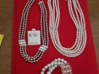 14 K GOlD EARRINGS AND A NECKlACE  KISSAKA PEARl