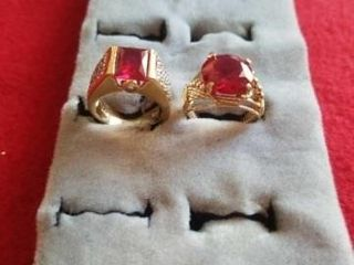2 GOlD BAND SIZE 6 RINGS