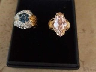 SIZE 6 COSTUME GOlD BAND RINGS