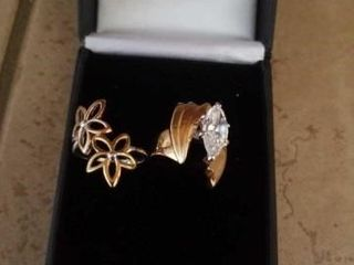 SIZE 6 GOlD BAND COSTUME RINGS