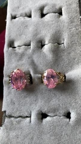 BIG OVAl PINK STONES  SIZE 6
