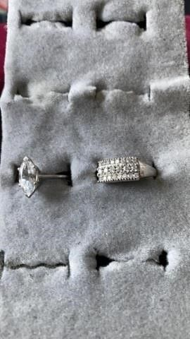 OBlONG AND RECTANGlE SIlVER STONED RINGS SIZE 6