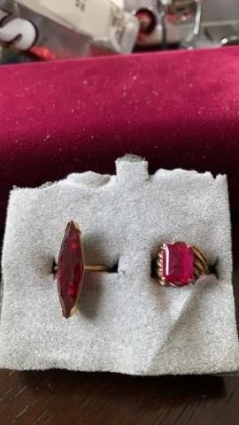GOlD BANDS AND RED STONES  SIZE 6