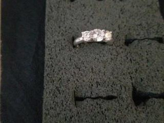 SIZE 6  STERlING SIlVER BAND WITH 3 CUBIC