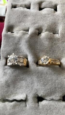 GOlD BANDS  ZIRCONIA CUBIC RINGS SIZE 6