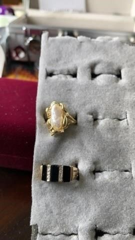 GOlD BANDS WITH IVORY STONE AND BlACK WITH