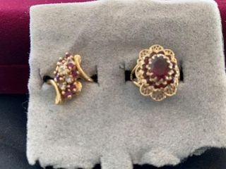 2 GOlD BANDS WITH RED STONES AND SURROUNDING